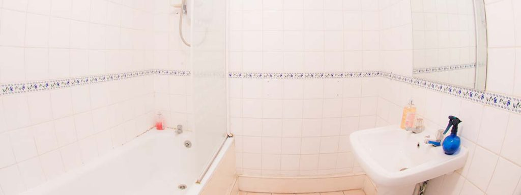 Shared Bathrooms - New Cross Inn Hostel